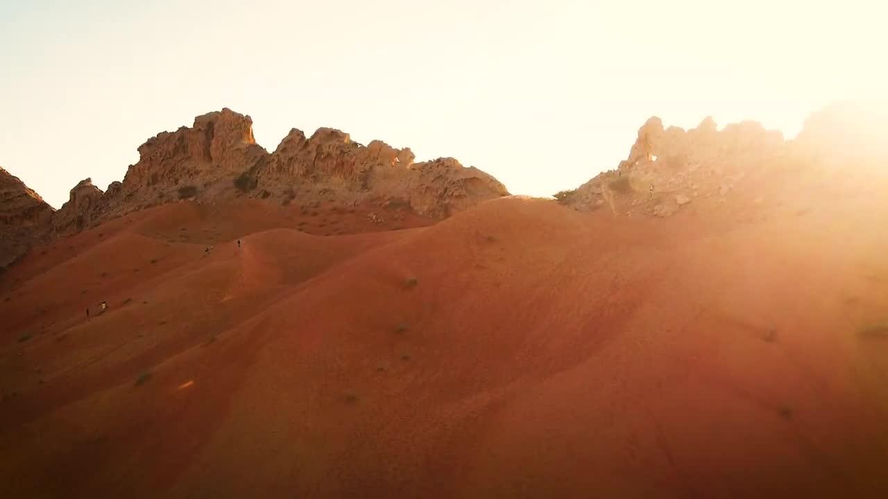 Nghệ sĩ dàn cảnh Porsche Panamera siêu hoành tráng bằng drone