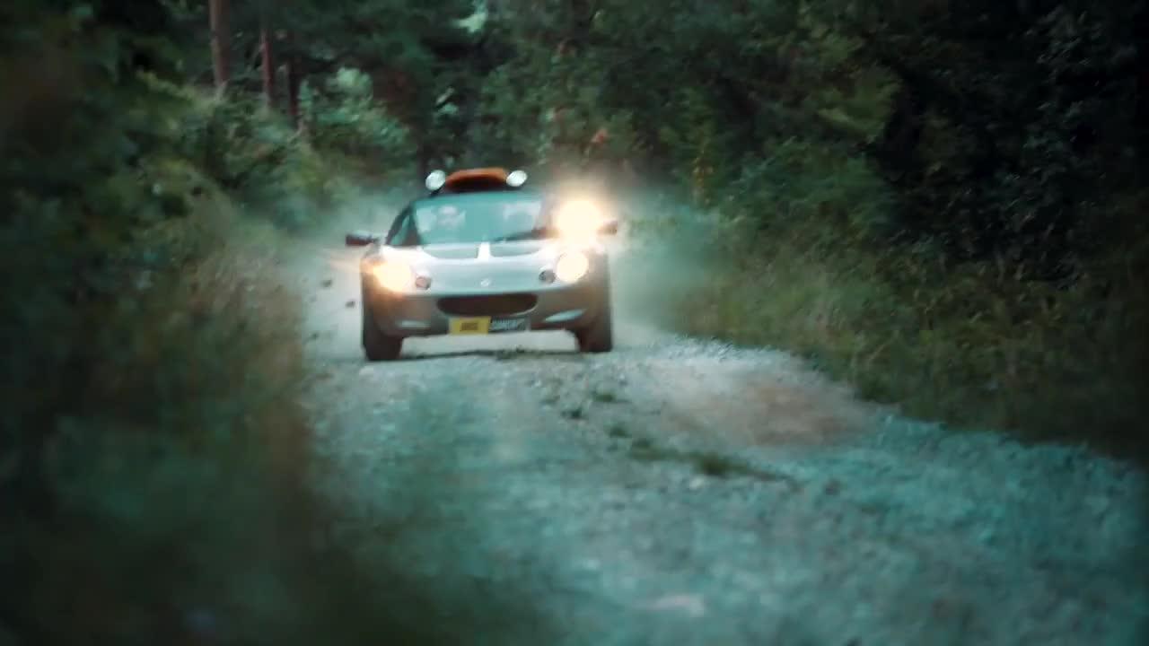 Khi siêu xe Lotus cũng có thể off-road cực ngầu trên sa mạc