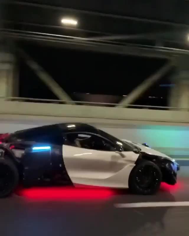 Khi bạn sở hữu McLaren nhưng muốn phải thật khác biệt với đám đông ngoài kia