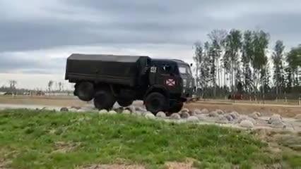 Đây là màn tra tấn khắc nghiệt nhất của xe tải quân đội