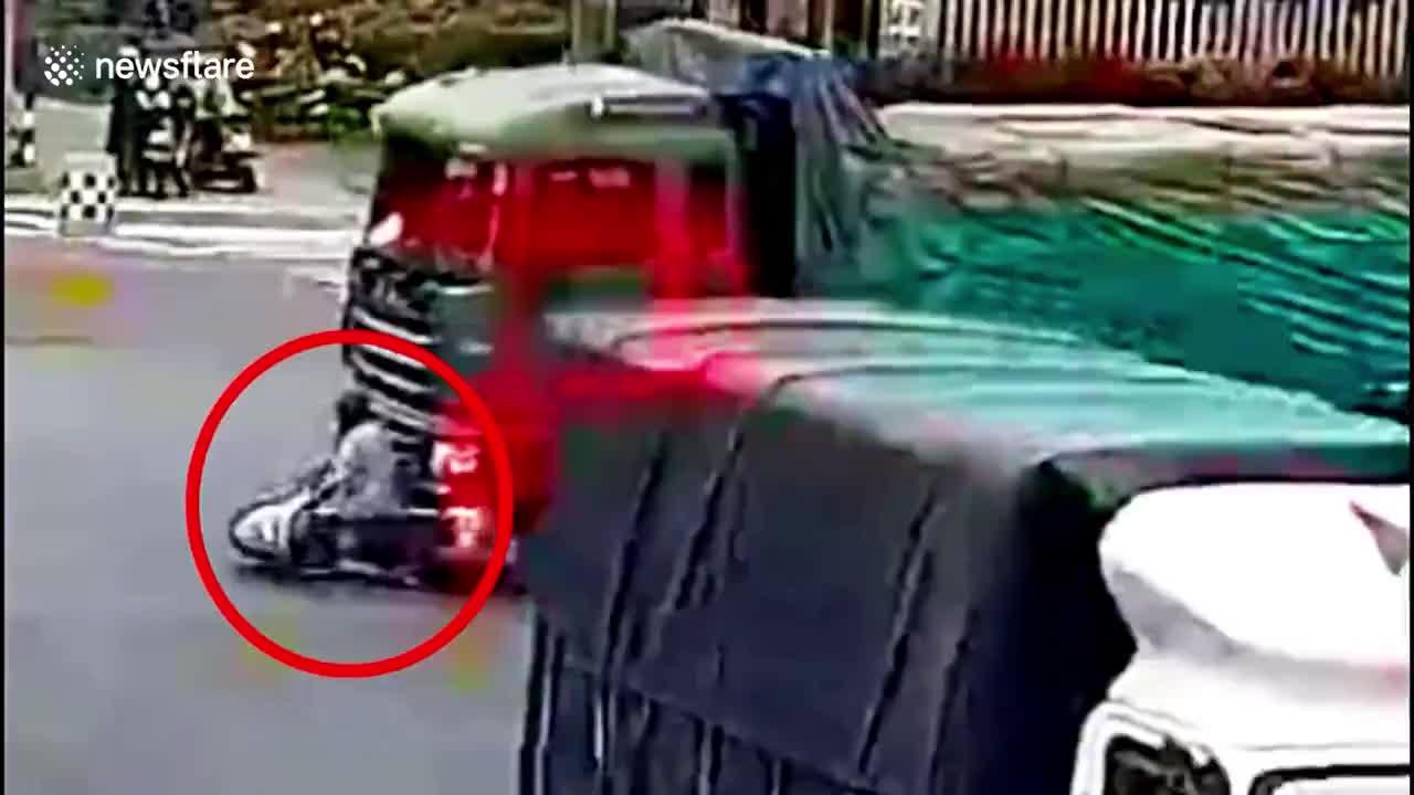 Vụ tai nạn xảy ra ngay sát xe cảnh sát giao thông