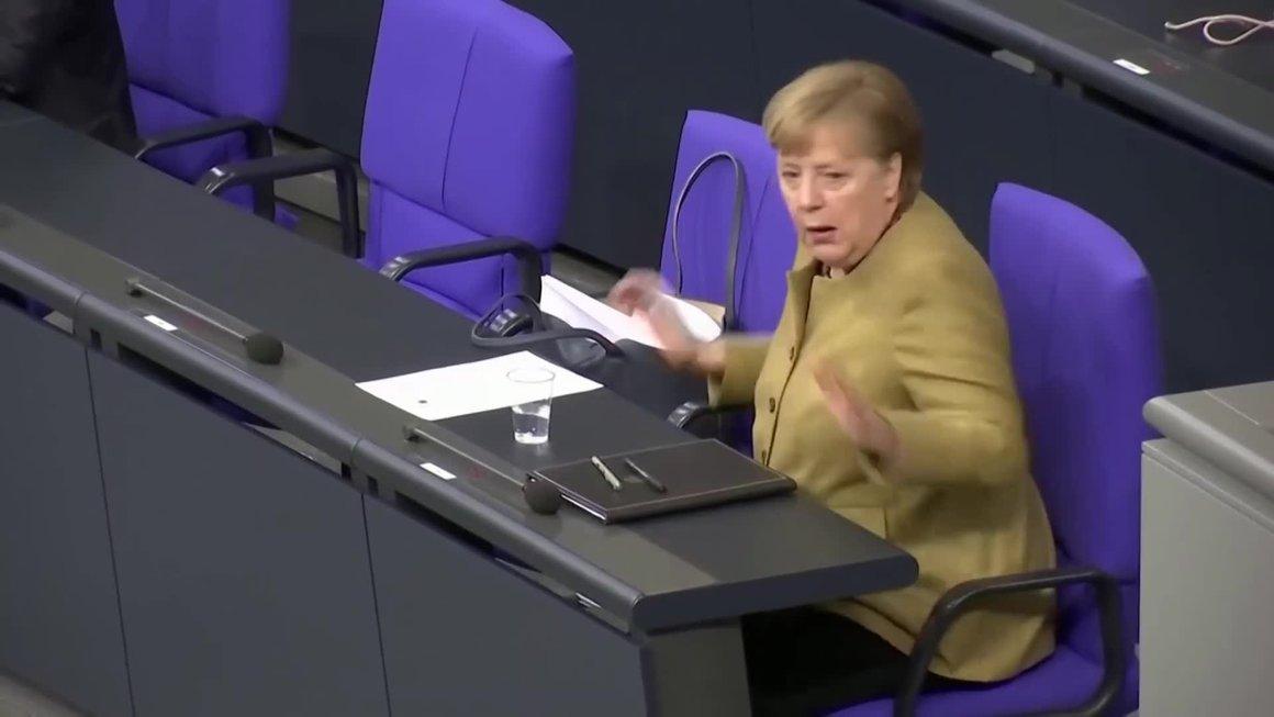 Thủ tướng Đức hoảng hốt vì quên đeo khẩu trang