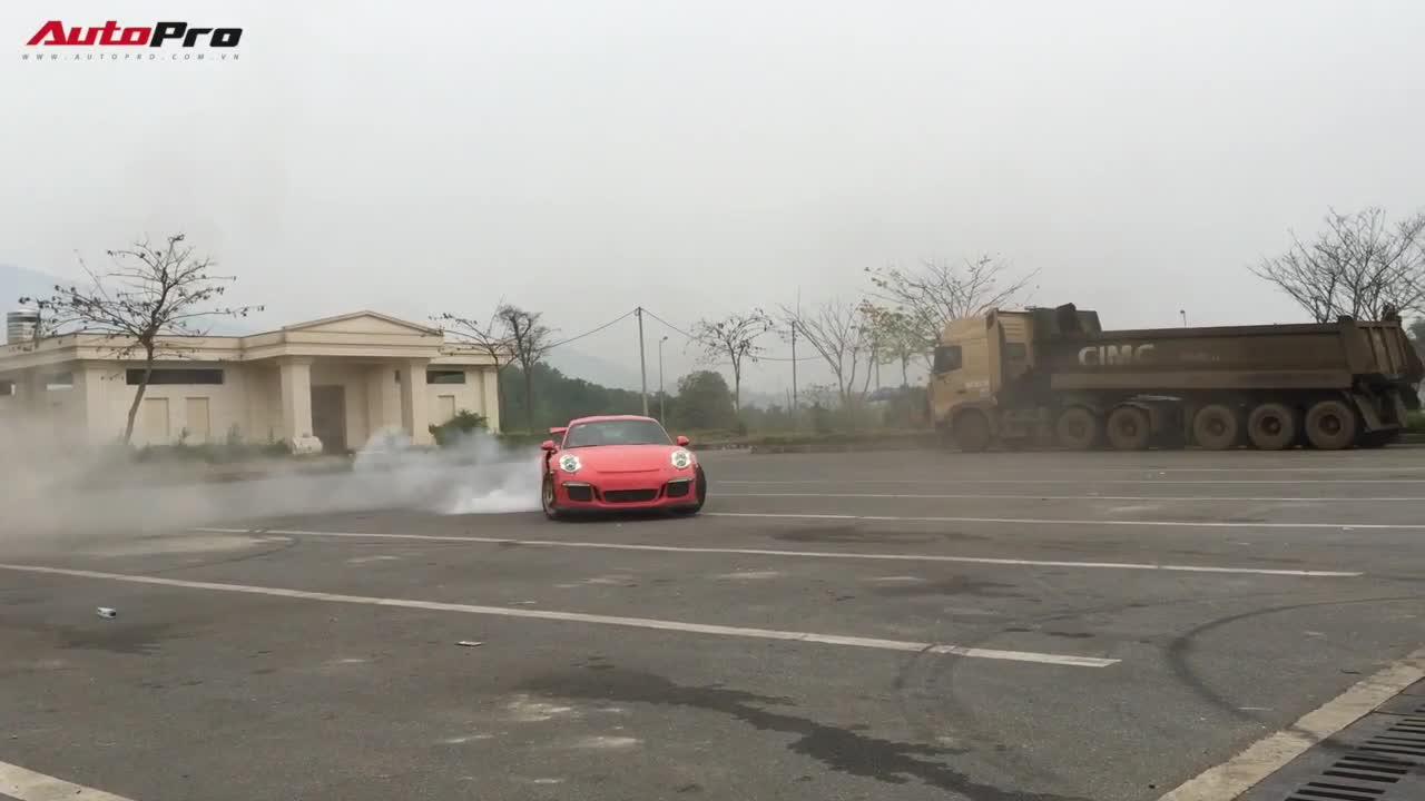 "Cường ""Đô-la"" drift Porsche GT3 RS"