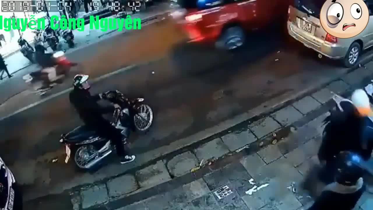 Ủ mưu cướp xe xịn, hai tên trộm không ngờ gặp đúng bà chị cao tay