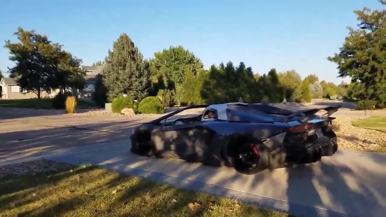 Lamborghini Aventador tự chế bằng máy in 3D lăn bánh
