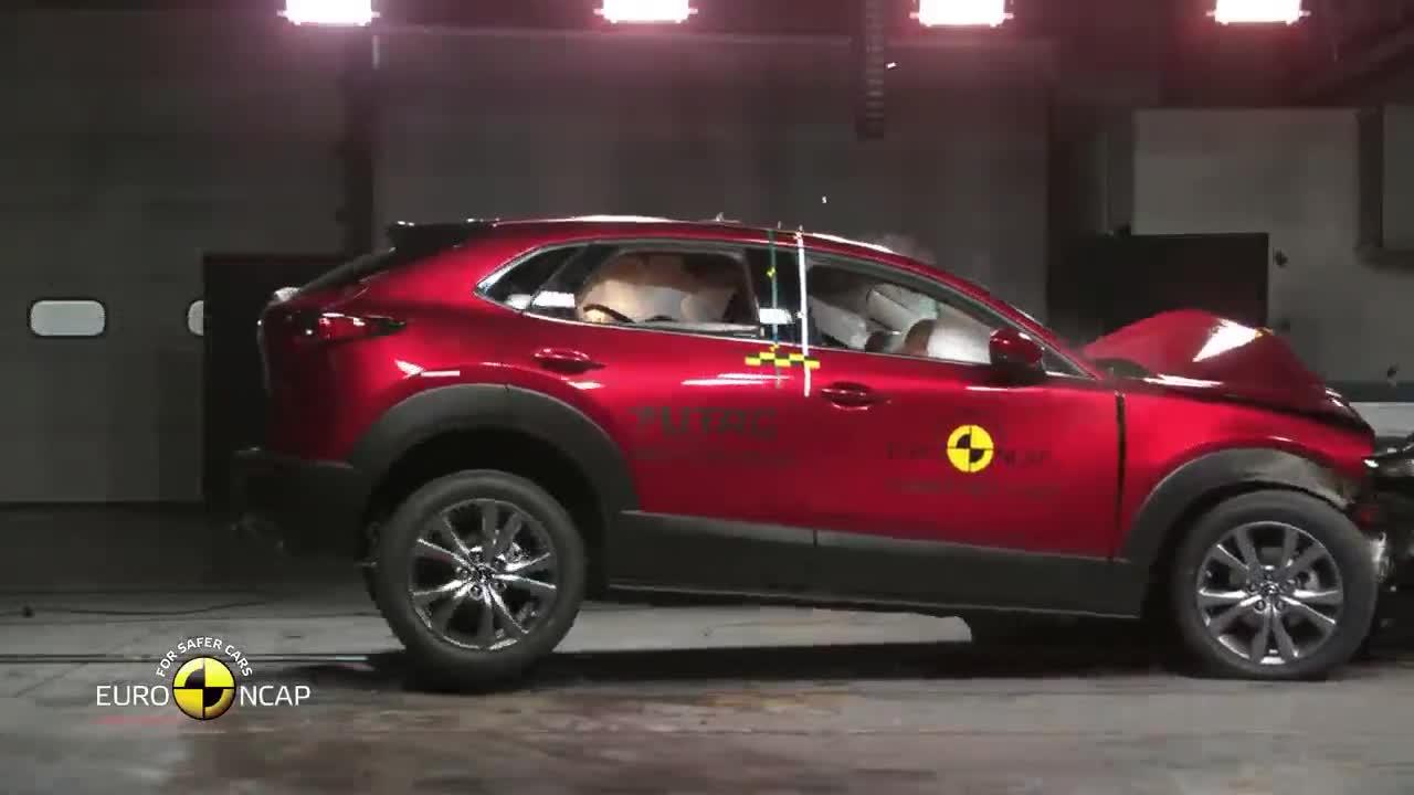 Thử nghiệm va chạm Mazda CX-30