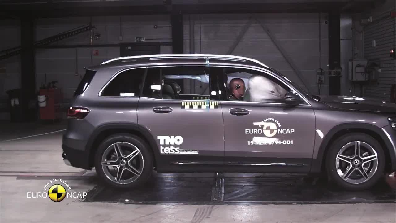 Thử nghiệm va chạm Mercedes-Benz GLB 2019