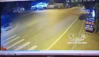 Cú lao tốc độ bàn thờ trúng xe công nông và những giây kinh hoàng sau đó