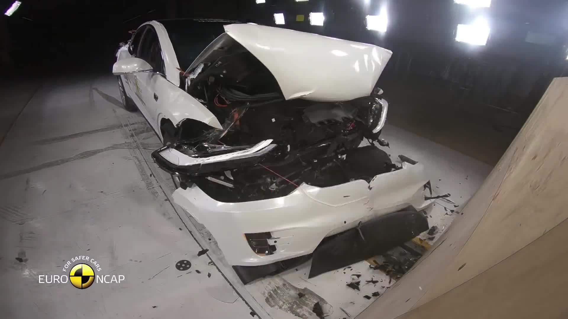 Thử nghiệm va chạm Tesla Model X 2019