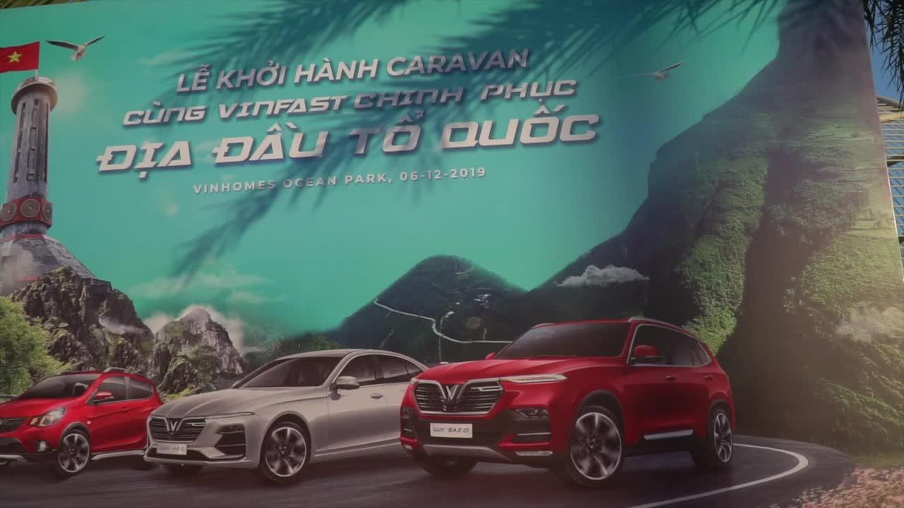 Gần 100 xe VinFast xếp hình chữ V ấn tượng trước giờ lên Hà Giang