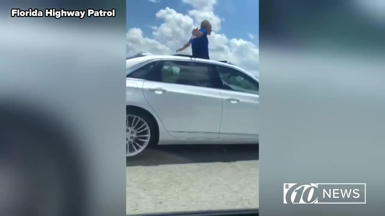 Người đàn ông 70 tuổi cho Cadillac tự lái, trèo lên cửa sổ trời hít thở không khí tự do và câu trả lời khiến người nghe ngỡ ngàng