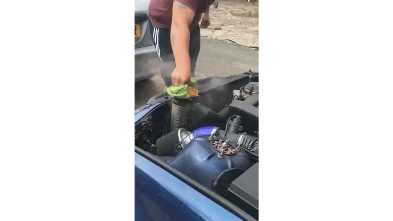 Đây là lý do bạn không nên mở nắp két nước khi động cơ còn nóng