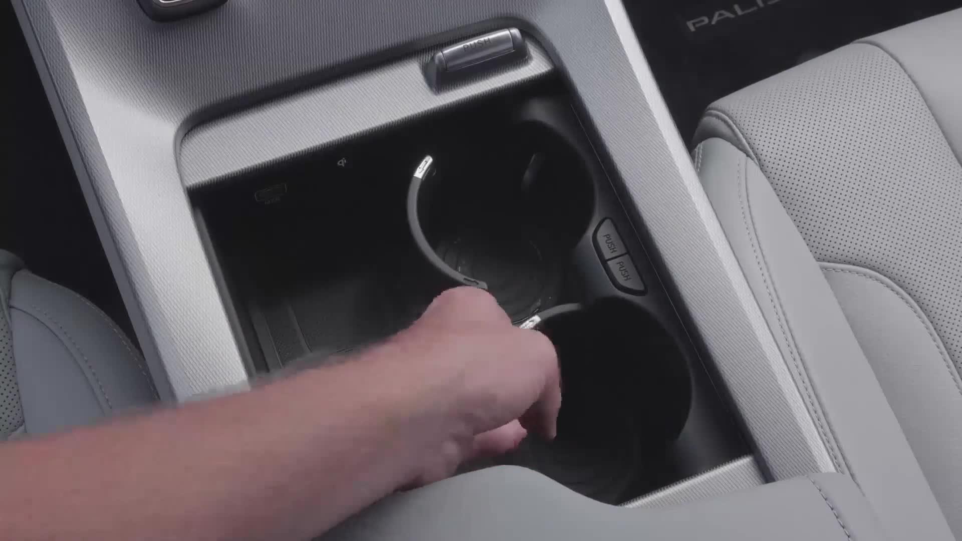 Hốc đựng cốc ẩn trên Hyundai Palisade