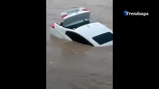 Teen 18 tuổi đẩy món quà sinh nhật là xe BMW mới tinh xuống sông, đòi Jaguar