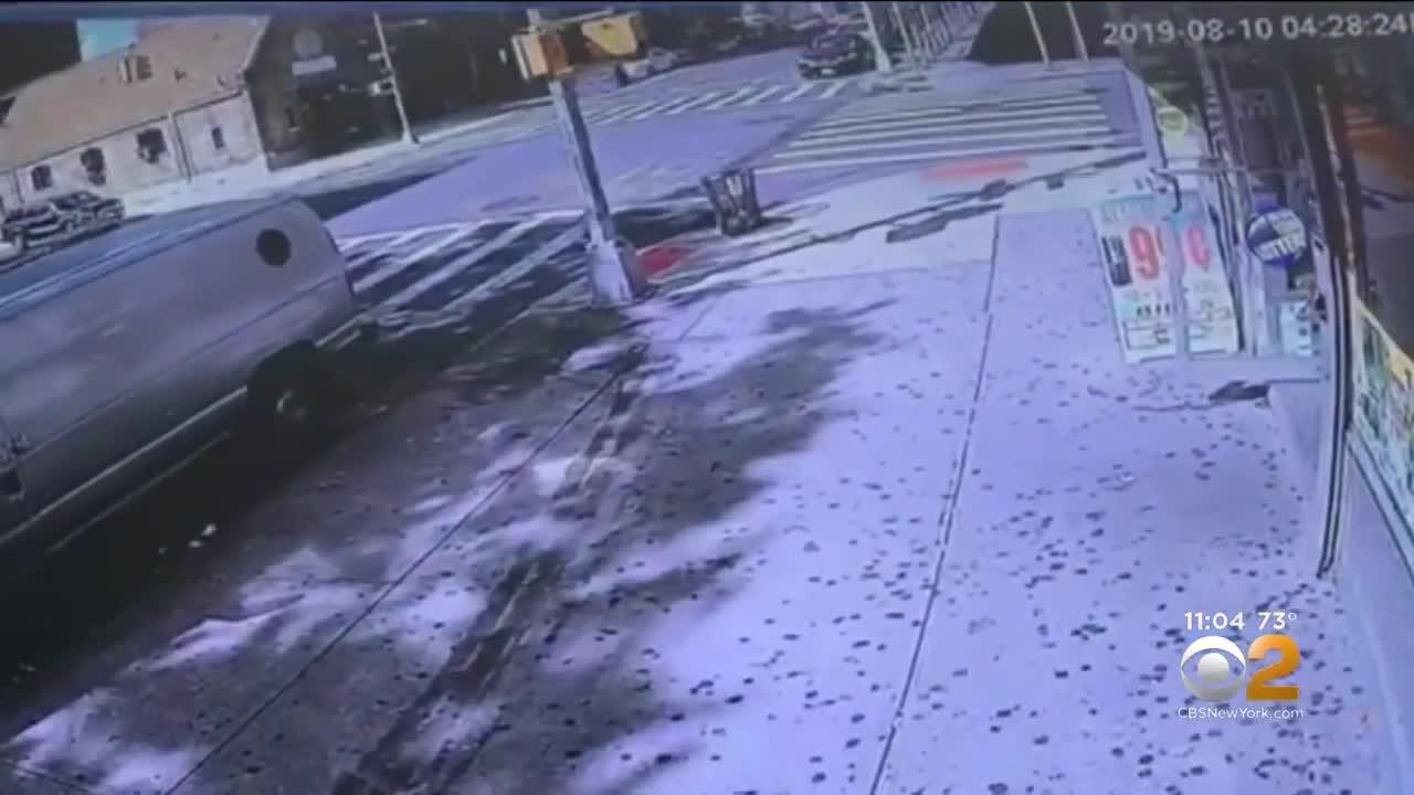 2 xe cứu thương đâm nhau trên đường tới cùng một ca cấp cứu