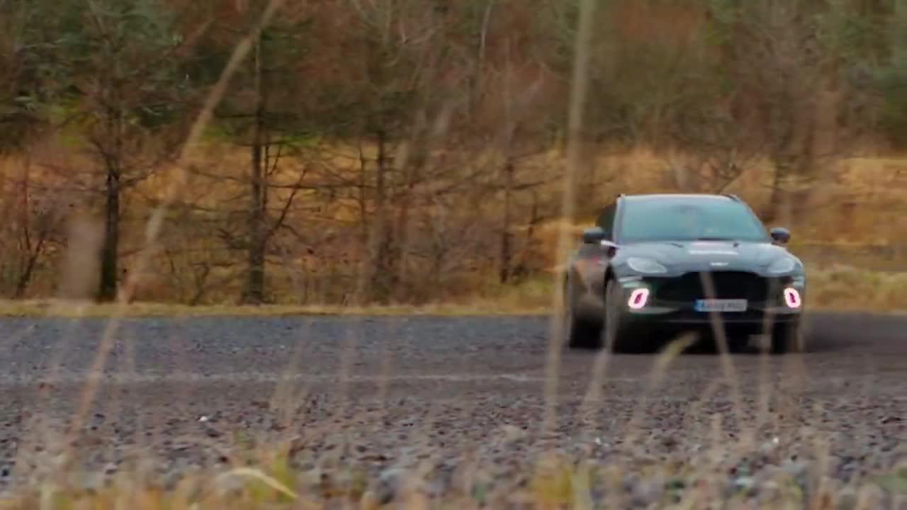 Trải nghiệm nhanh Aston Martin DBX sắp về Việt Nam