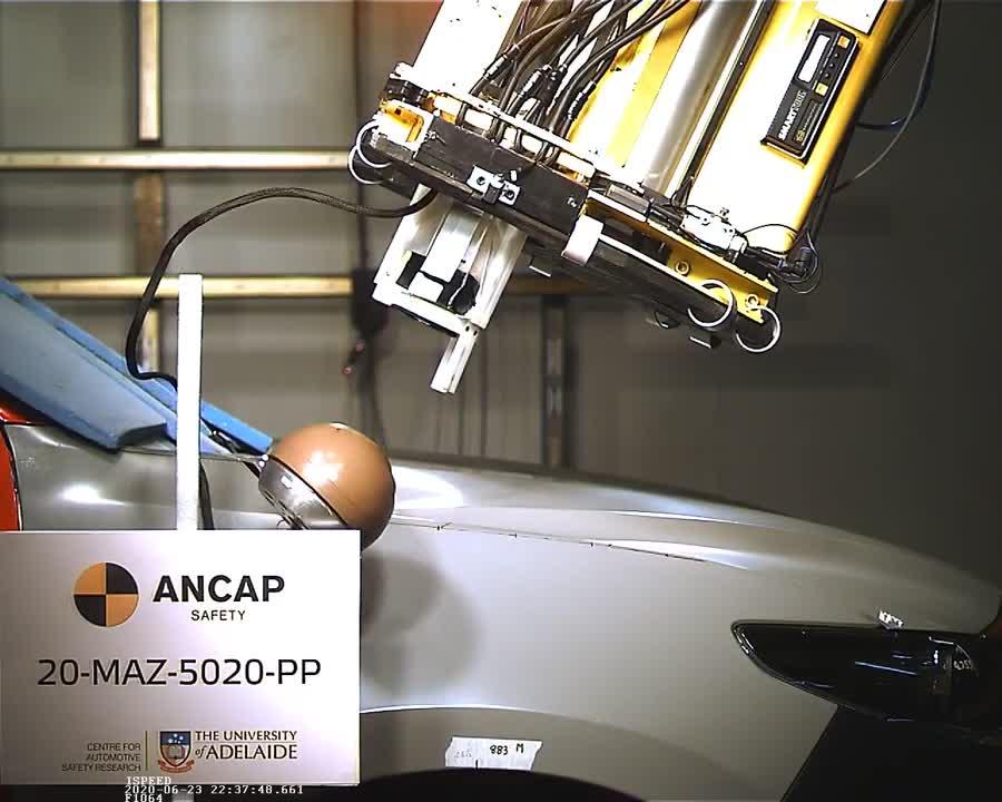 Mazda BT-50 2020 thử nghiệm va chạm bởi ANCAP (1)