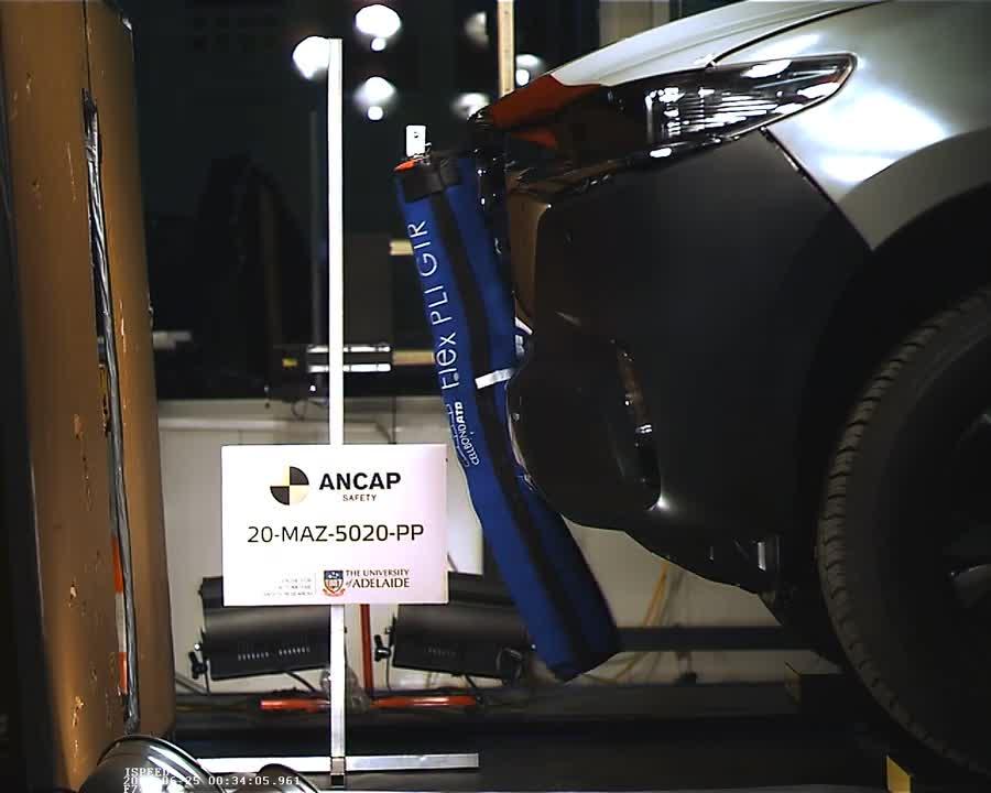 Mazda BT-50 2020 thử nghiệm va chạm bởi ANCAP (2)