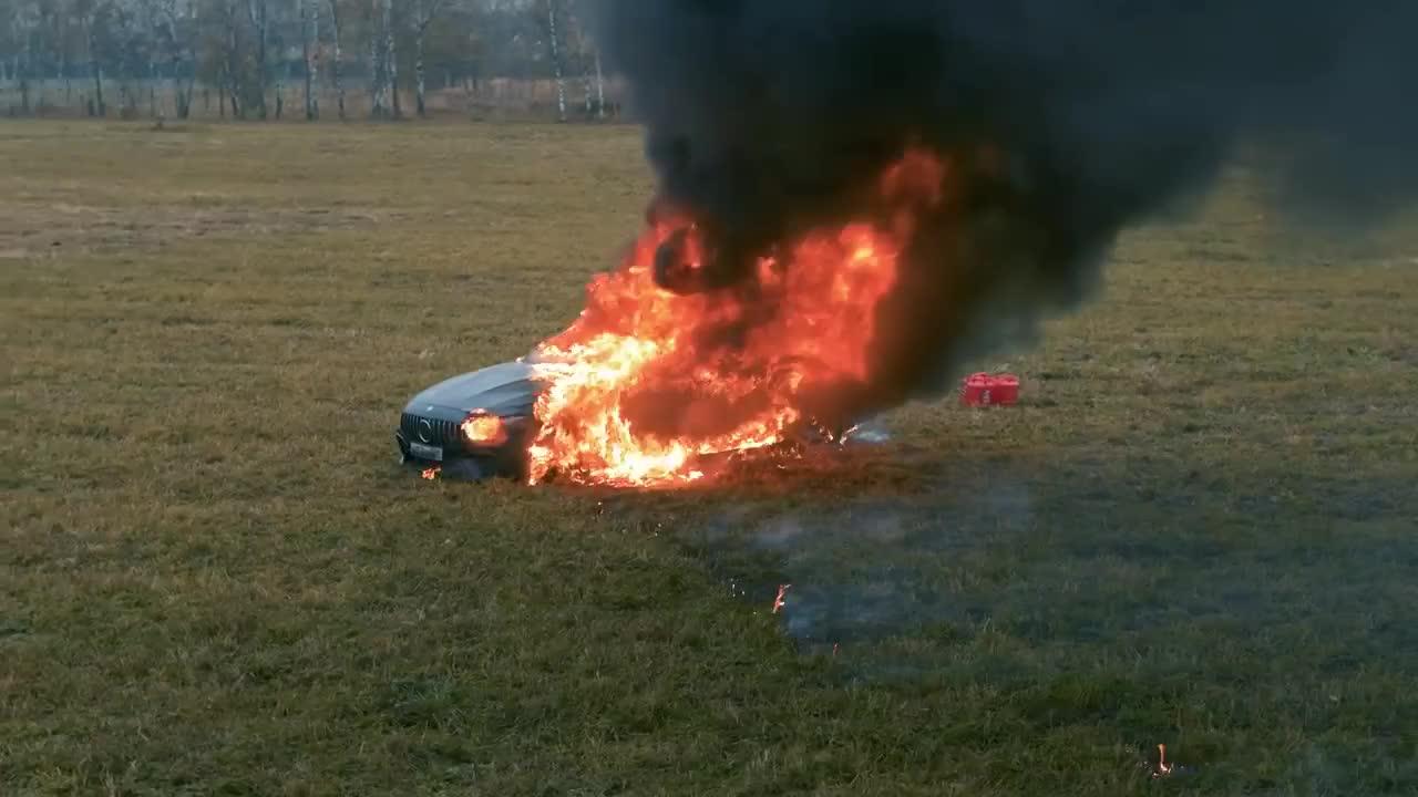 Vlogger đốt Mercedes-AMG GT63 S