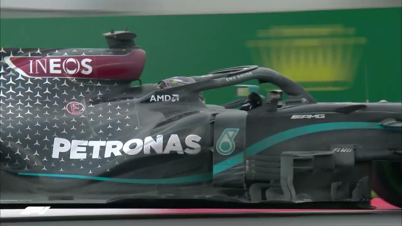 Lewis Hamilton cân bằng kỷ lục của huyền thoại Michael Schumacher