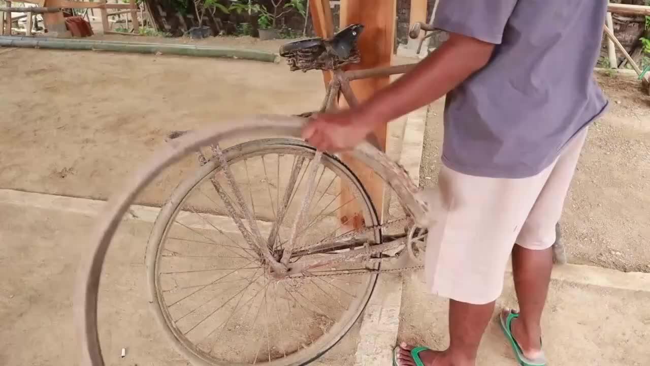 Cầu kỳ phục chế xe đạp Thống Nhất cũ nát thành mới tinh