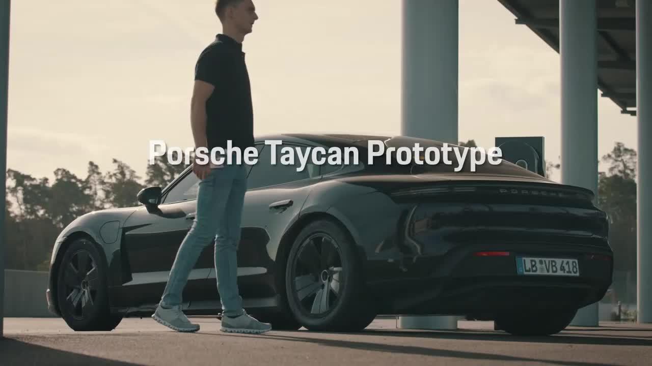 Porsche Taycan drift vào sách kỷ lục Guinness
