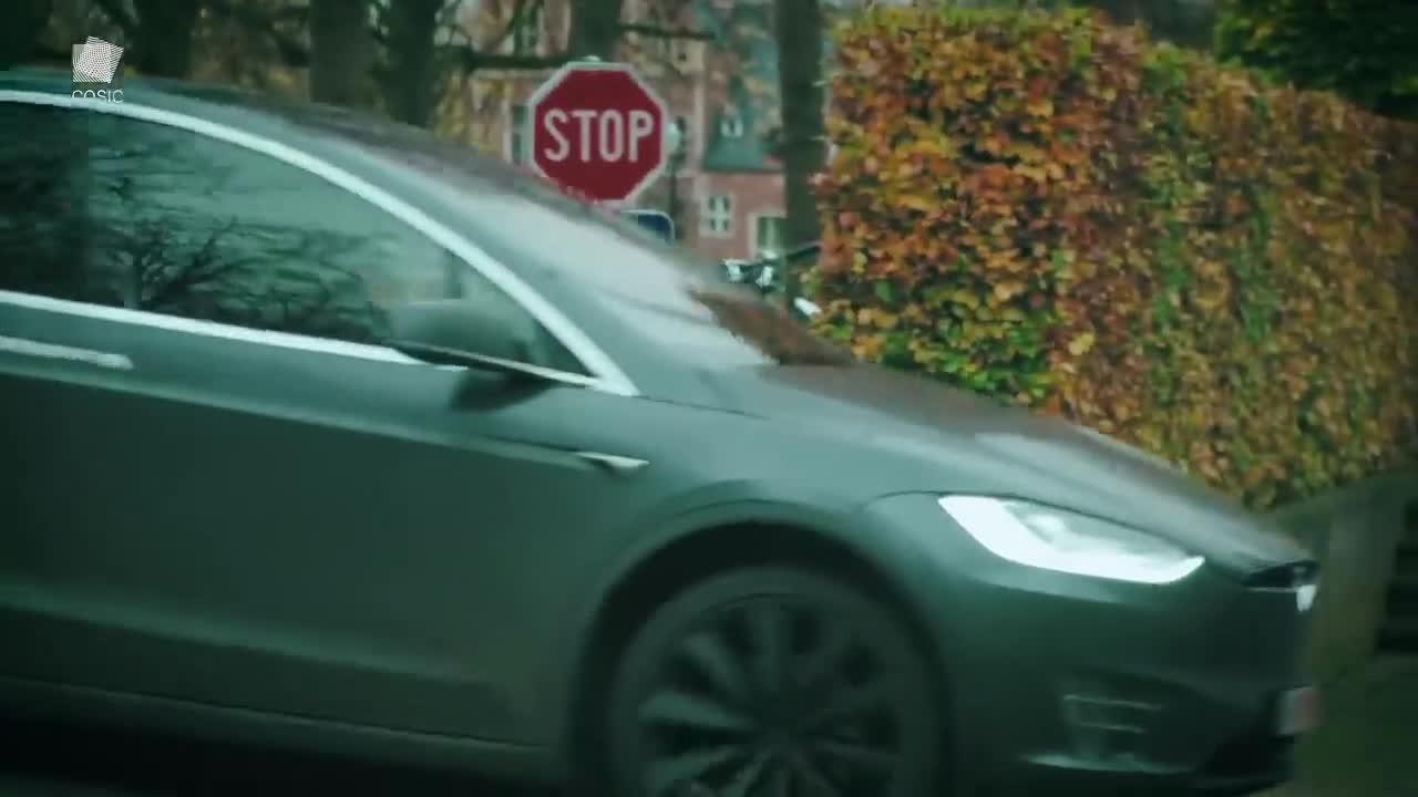 Xe Tesla Model X dễ bị hack và đánh cắp