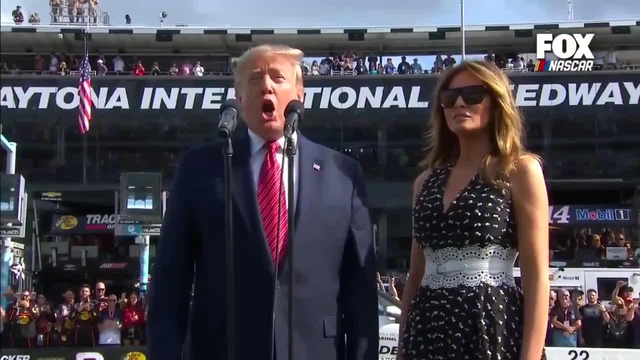 """Tổng thống Trump: """"Các quý ông, hãy khởi động động cơ!"""""""