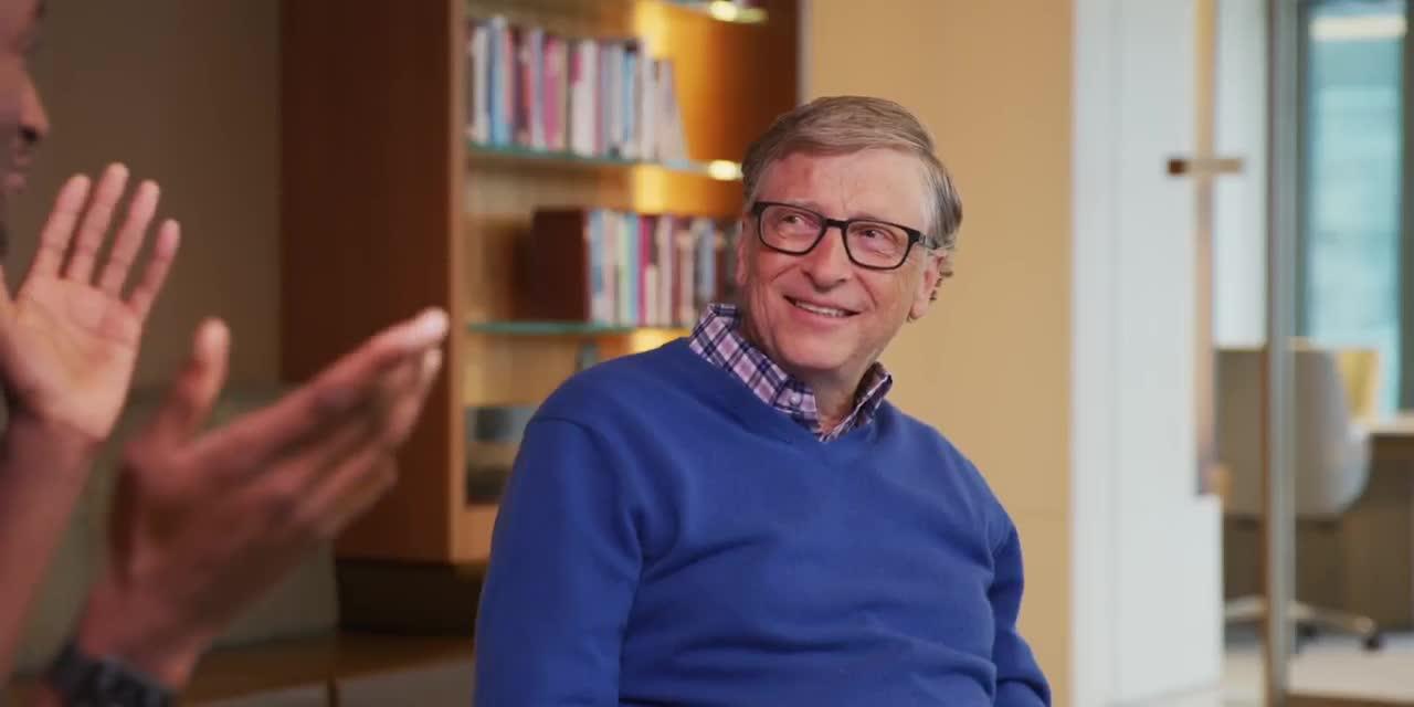 Bill Gates chia sẻ đôi điều về xe điện và quyết định mua Porsche Taycan