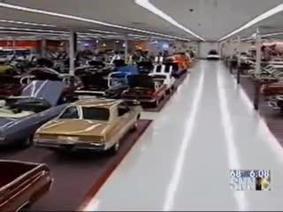 Bí chỗ, đại gia mua lại siêu thị rộng 3.700 m2 để trưng xe