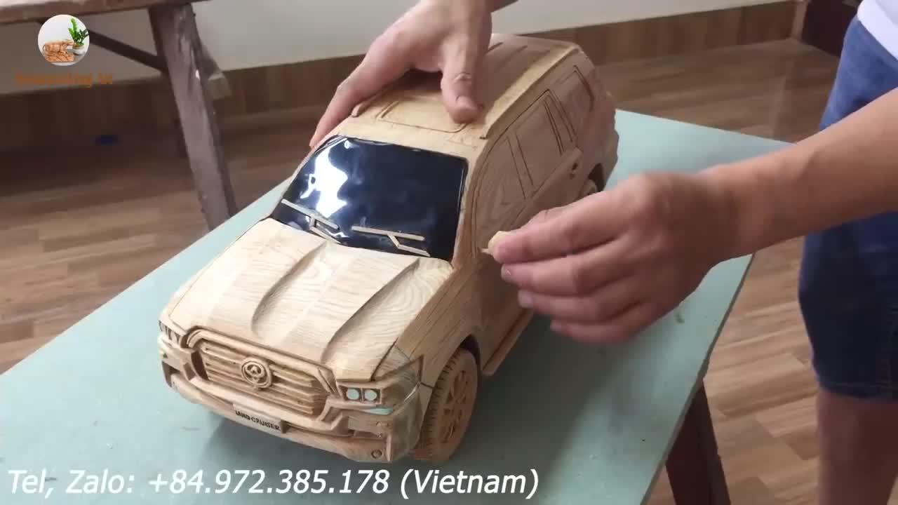 Xem thợ mộc Việt Nam biến tấm gỗ vô tri thành Toyota Land Cruiser vô cùng thuyết phục