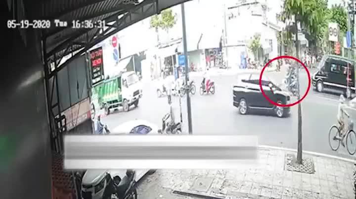 Phanh gấp vì hoảng sợ, người đàn ông bị xe rác cán tử vong tại chỗ