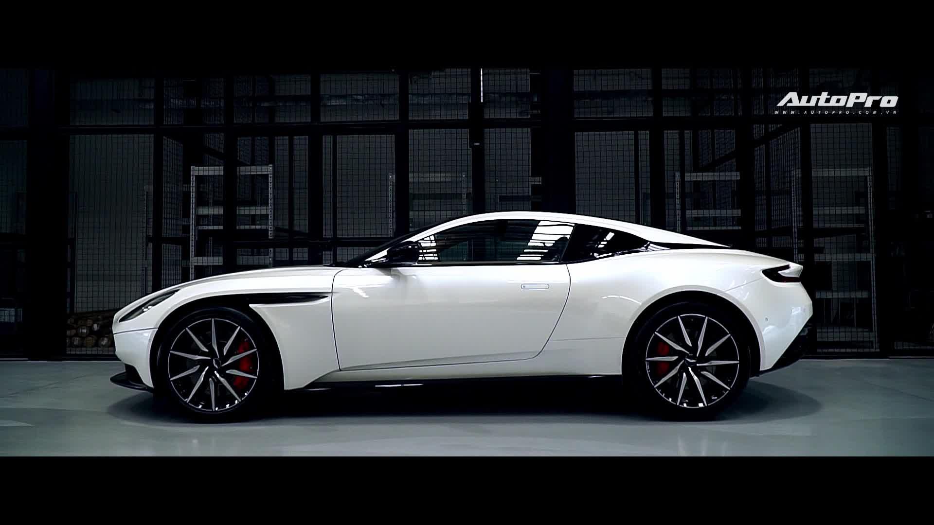 Cận cảnh Aston Martin DB11 màu trắng Morning Frost tại Sài Gòn với giá niêm yết hơn 15 tỉ đồng