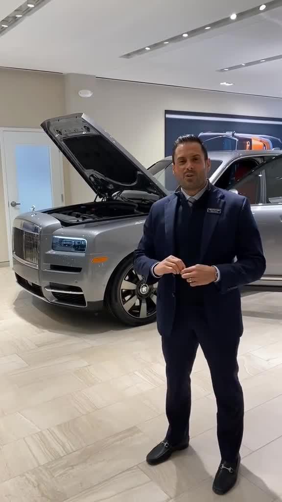 Thử thách cân bằng đồng xu trên động cơ Rolls-Royce Cullinan