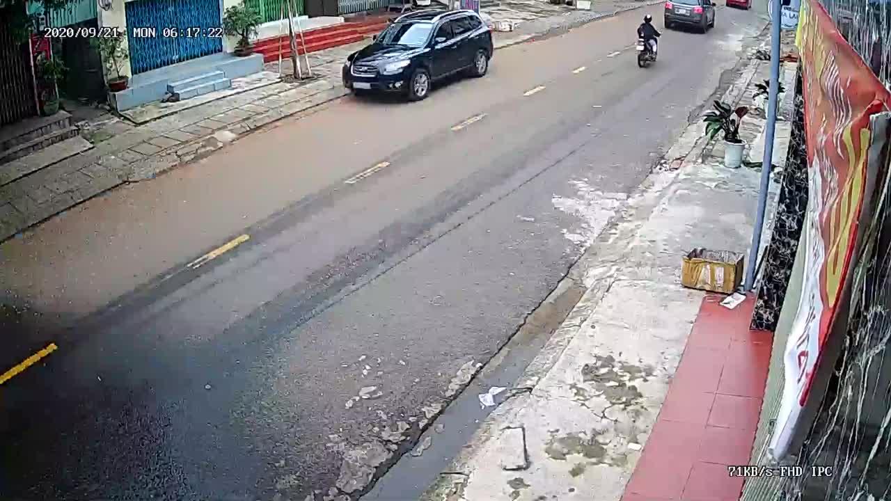 2 xe máy đối đầu trực diện
