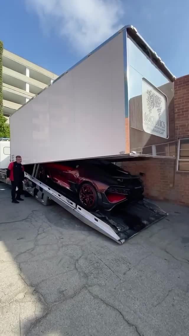 Đây là cách Bugatti Divo 'Ladybug' độ kỳ công được bàn giao