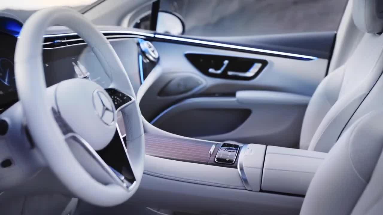 Mercedes-Benz EQS chào sân