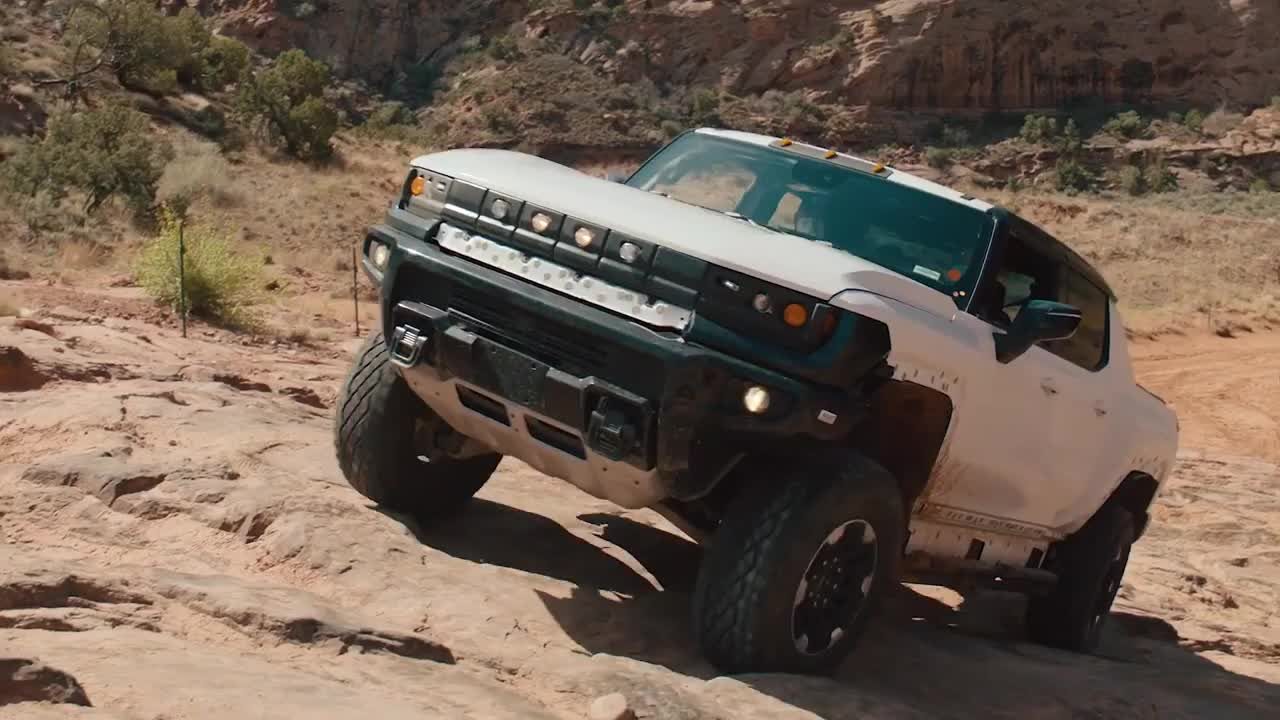 GMC Hummer EV thử sức tại Moab