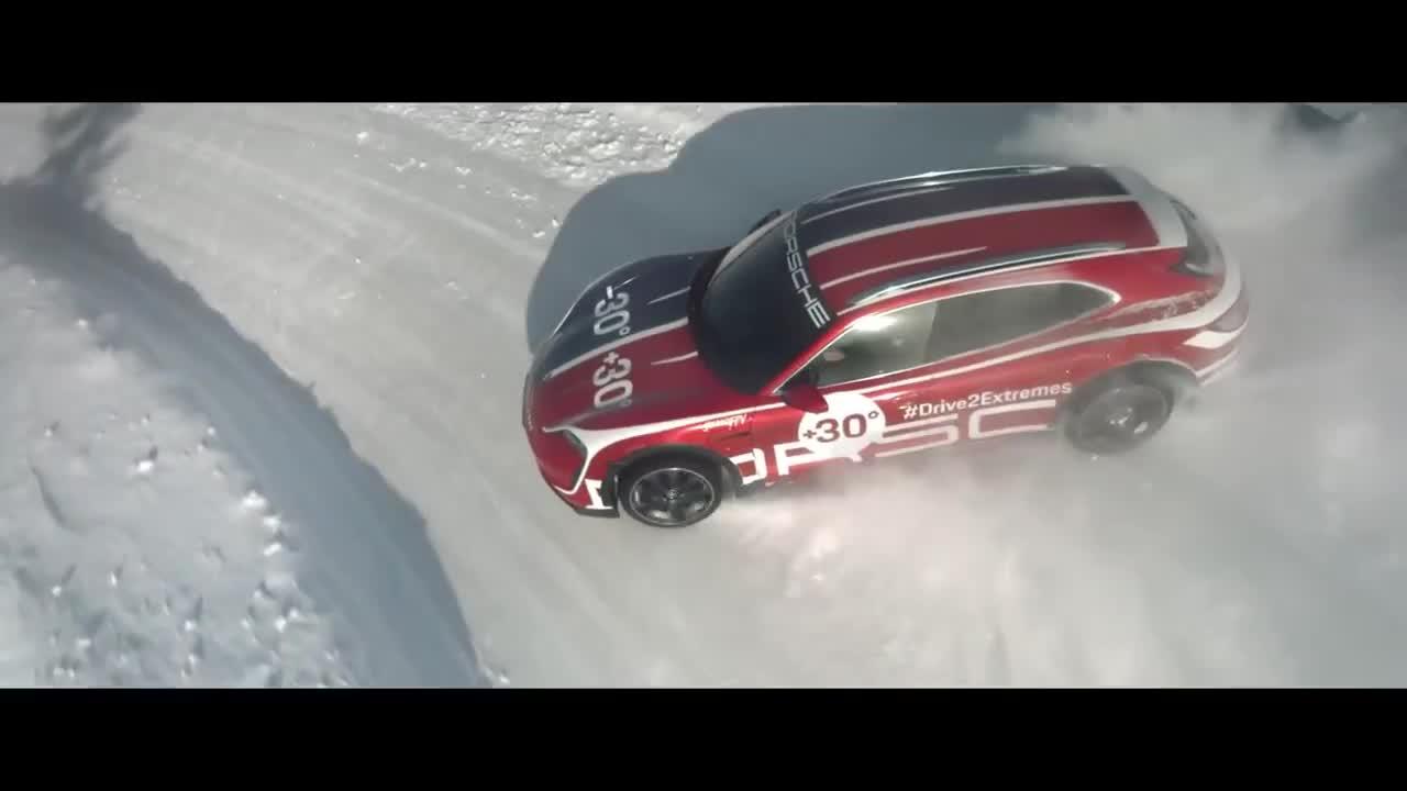 Porsche Taycan khoe khả năng off-road trong video biểu diễn đỉnh cao