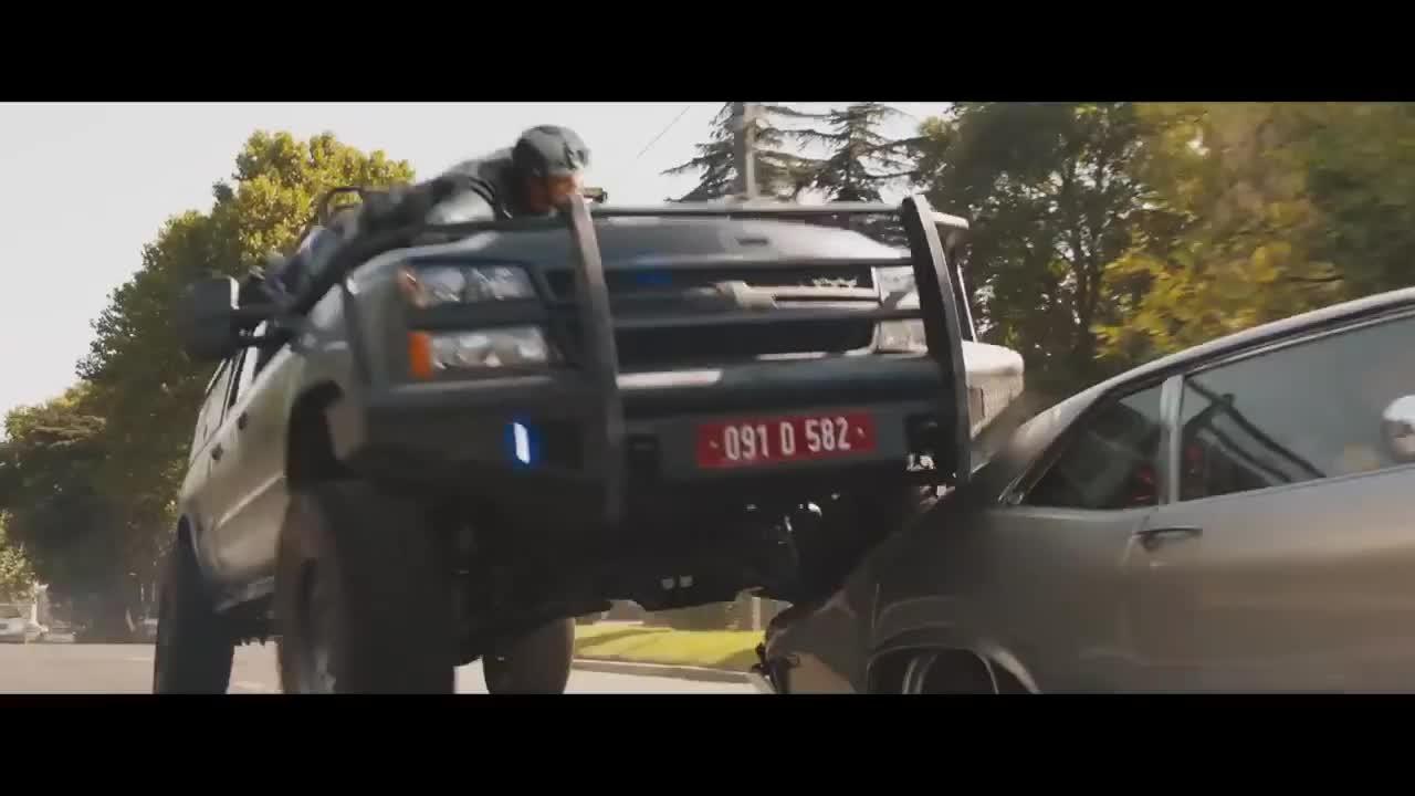 Lý giải nhanh thủ thuật xe tải nhào lộn trong Fast and Furious 9
