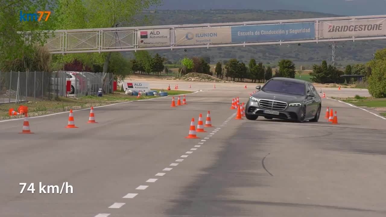 Mercedes-Benz S-Class đời mới thử sức với bài test đánh lái