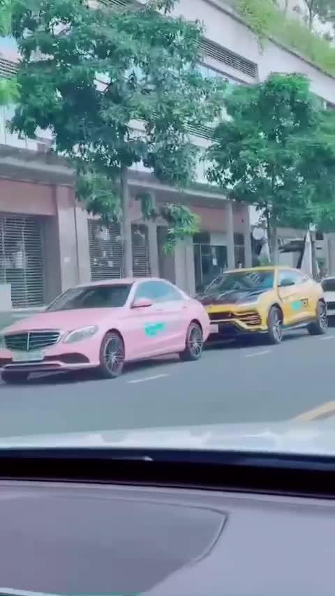 Hết Mercedes-Benz, Porsche, Audi, đến Lamborghini cũng được các 'chủ tịch' trưng dụng