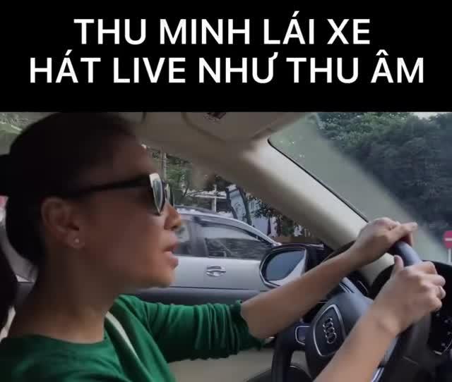 Ca sĩ Thu Minh vừa lái Audi A8L dạo phố vừa hát live 'như nuốt đĩa'