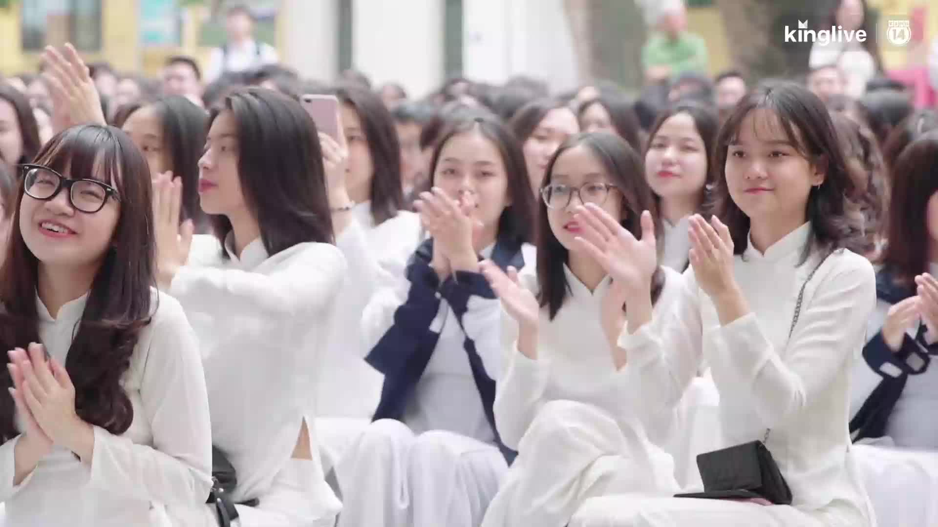 Học sinh Hà Nội háo hức chào mừng ngày Nhà giáo Việt Nam 20/11