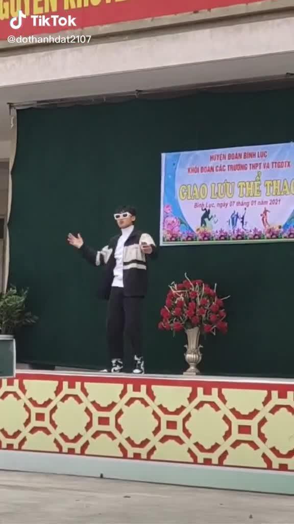 Nam sinh Hà Nam cover Sơn Tùng M-TP (Nguồn: Dothanhdat2107)