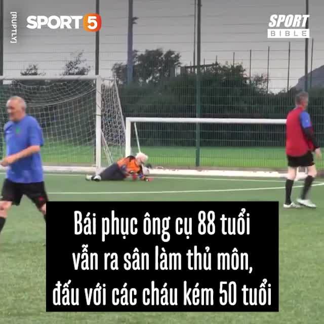 Bái phục ông cụ 88 tuổi vẫn ra sân làm thủ môn, đấu với các cháu kém 50 tuổi