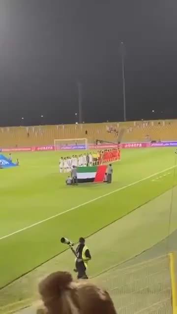 ĐT Việt Nam hát quốc ca trước trận đấu với ĐT UAE