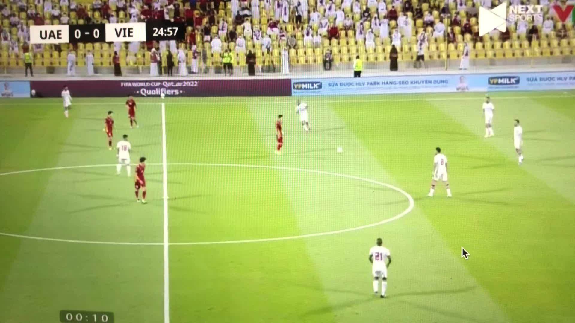 SOS: Vặn nhỏ loa trước khi nghe vì những tiếng khua chiêng ầm ĩ của cổ động viên UAE