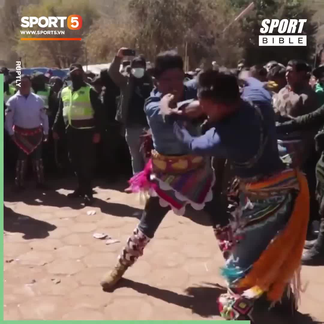 Góc kỳ dị: Lễ hội đấm nhau đến đổ máu ở Bolivia
