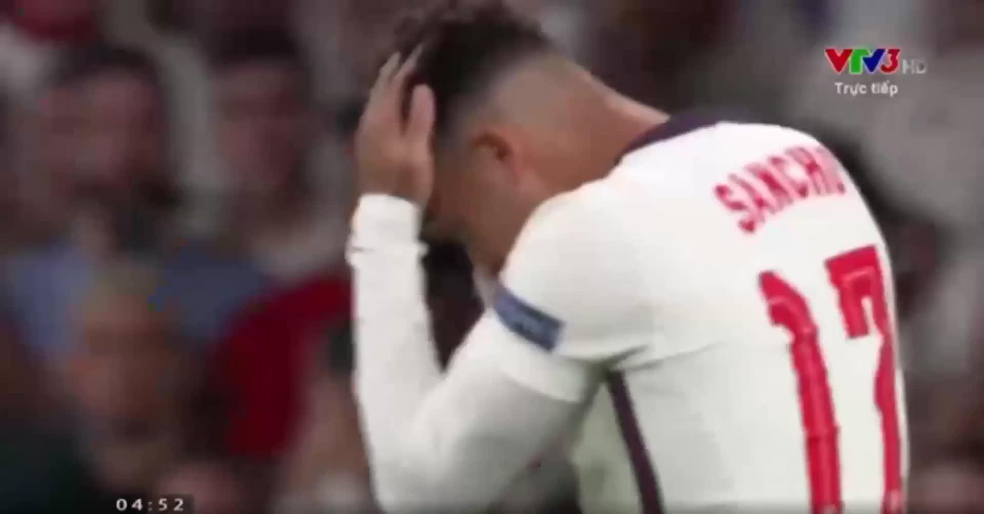 Video: Full cận cảnh màn sút luân lưu thảm hoạ của ĐT Anh với 3 quả đá hỏng liên tiếp